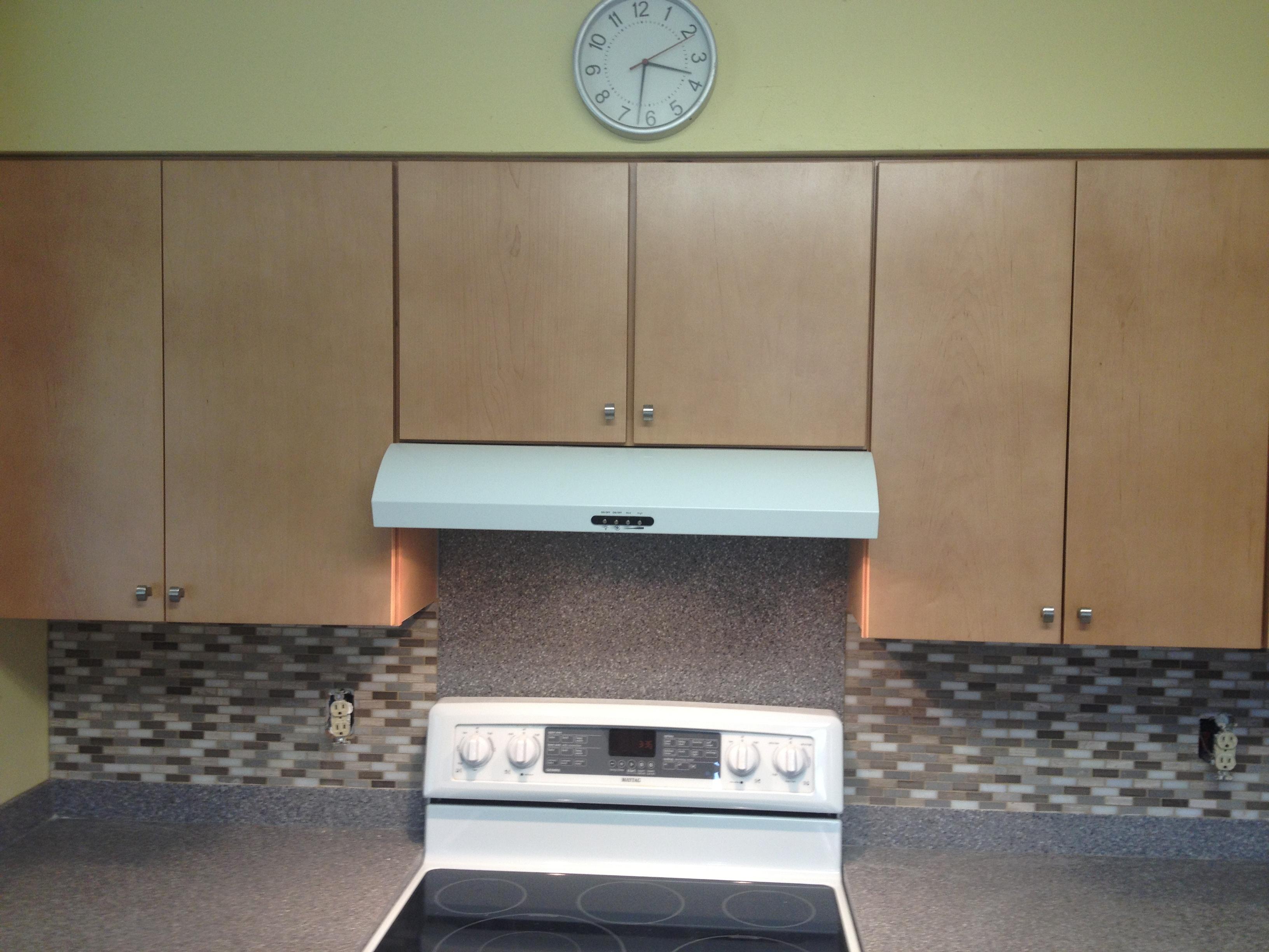 Range-Cabinets-Backsplash